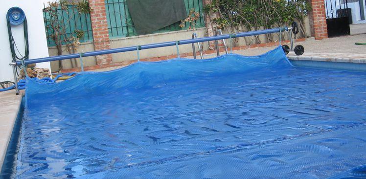 cobertores de burbujas para piscinas ideales para el verano