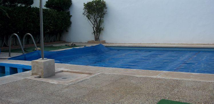 Cobertores de burbujas para piscinas ideales para el verano for Burbuja piscina